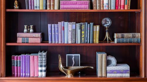 Designer Erin Gates On Styling Your Bookshelf